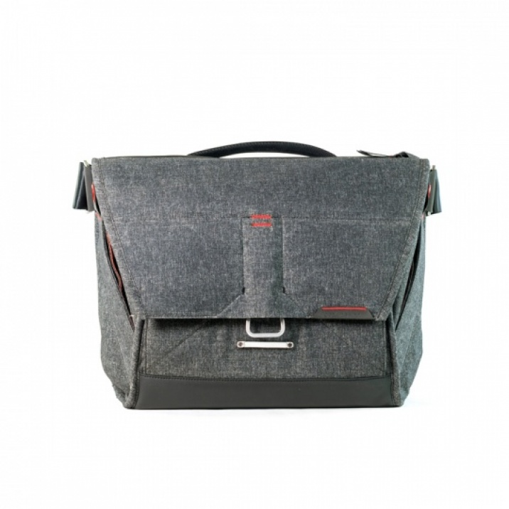 Peak-Design-the-Everyday-messenger-13-charcoal